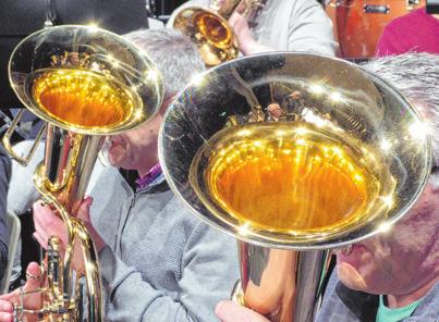 Die Bläser des Musikvereins Rehringhausen bei der Probe in der Stadthalle. Das Orchester macht beim Ball die Festmusik und ist 68 Jahre alt. Foto: Herbert Spies