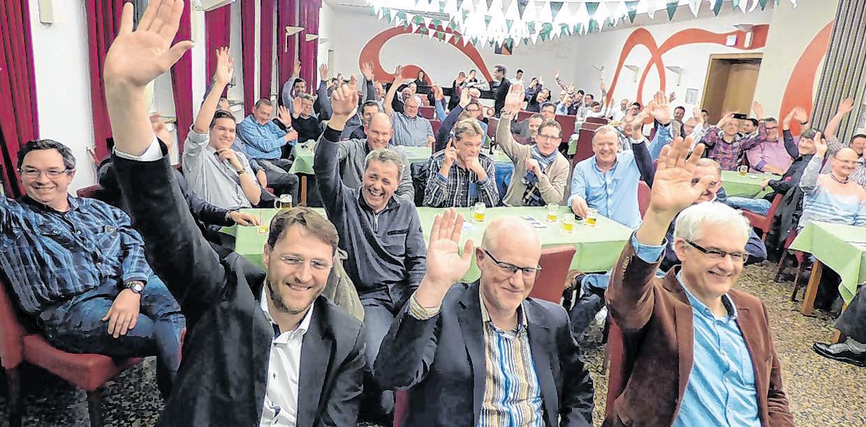 Einstimmig votierten die Schützenbrüder in der Mitgliederversammlung des St.-Sebastianus- Schützenvereins Olpe für eine Freibierrunde aus der Vereinskasse.