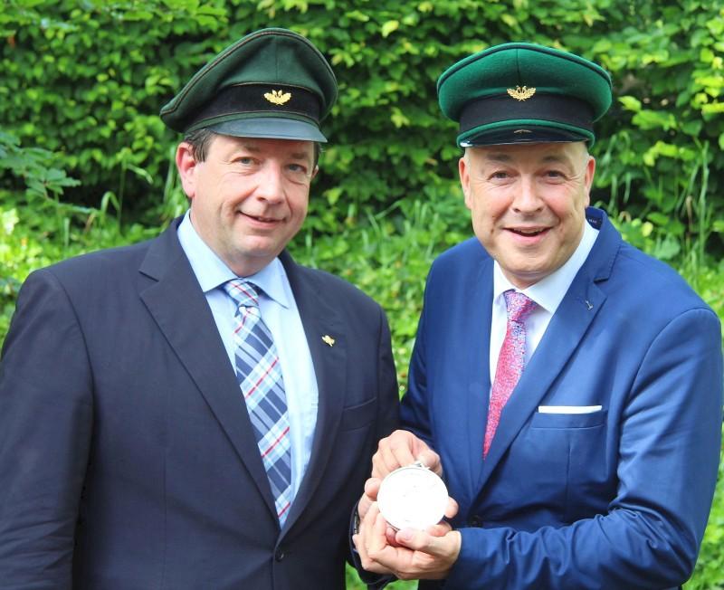 Schützenverein Olpe - Ordensübergabe 2018 - Major Peter Liese und Schützenkönig Rainer Brüser