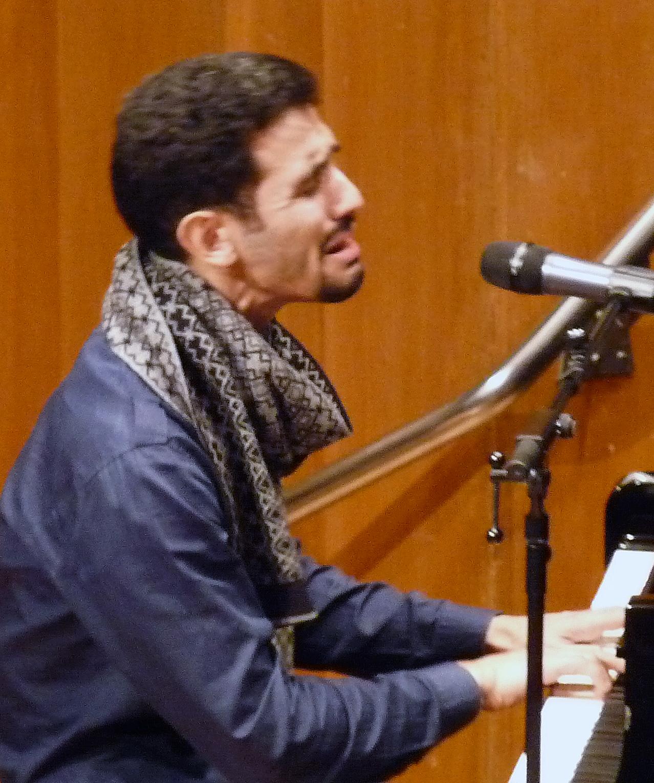 Mit dem syrisch-palästinensischen Bürgerkriegsflüchtling Aeham Ahmad präsentierte das Musikkorps der Bundewehr eine musikalisch interkulturelle Begegnung. Foto: mari