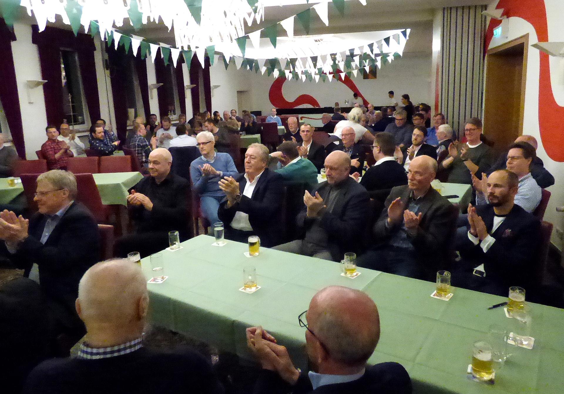 In der Mitgliederversammlung des St.-Sebastianus-Schützenvereins Olpe freuten sich die Teilnehmer über die weiterhin positive Entwicklung ihres Vereins. Foto: Siegener Zeitung