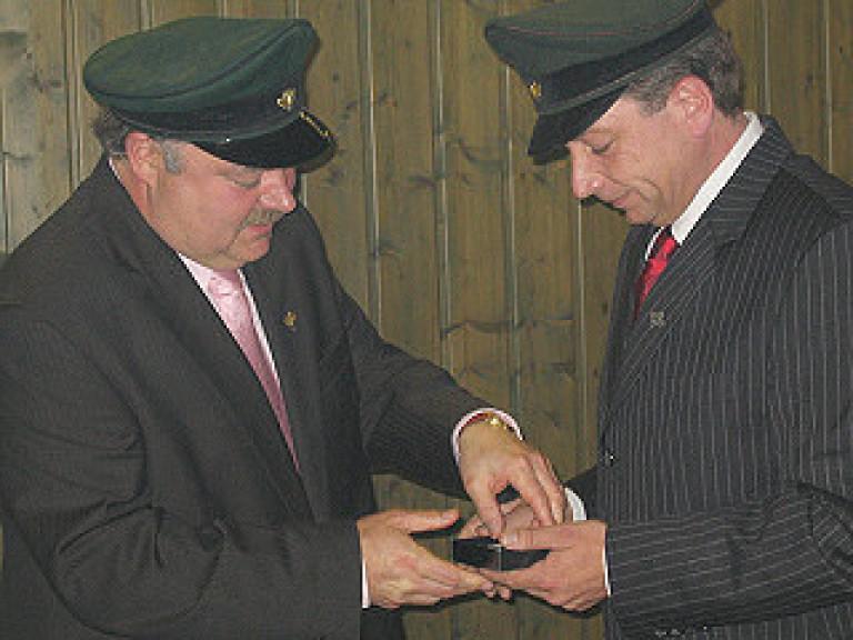 Ordensübergabe 2008 - Major Paul Imhäuser und Schützenkönig Peter Liese