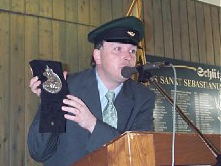 Ordensübergabe 2000 - Schützenkönig Dr. Burkhard Ledig