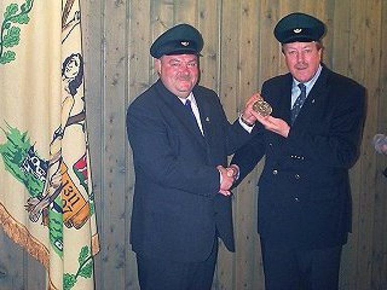 Ordensübergabe 2001 - Schützenkönig Major Paul Imhäuser & Hauptmann Theo Süttmann