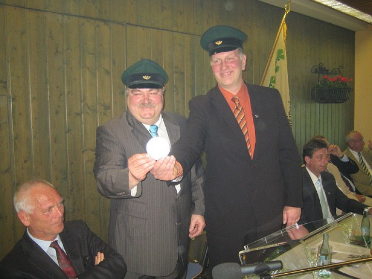 Ordensübergabe 2010 - Major Paul Imhäuser & Schützenkönig Frank Clemens