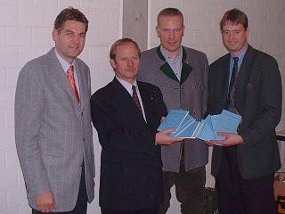 (v.L.) Olt. Dirk Rumpff, Oberst Alexander Fjodorow, Schützenkönig Rüdiger Vitt, Lt. Peter Zeppenfeld