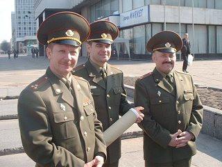 Oberst Fjodorow, Oberstleutnant Woropajev, Oberst Bersan