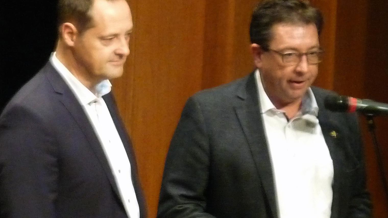 Olpes Schützenmajor Peter Liese (r.) und Bürgermeister Peter Weber freuten sich über die große Resonanz beim Benefizkonzert. Foto: mari