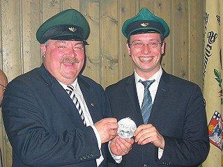 Ordensübergabe 2004 - Major Paul Imhäuser und Schützenkönig Sebastian Reither