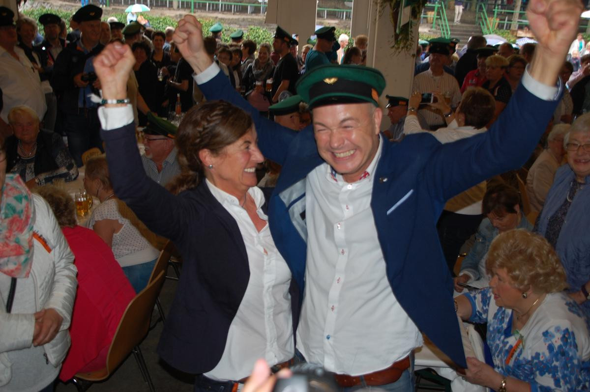 Das neue Olper Königspaar: Rainer Brüser und Dorothee Sternberg.© Jacqueline Sondermann