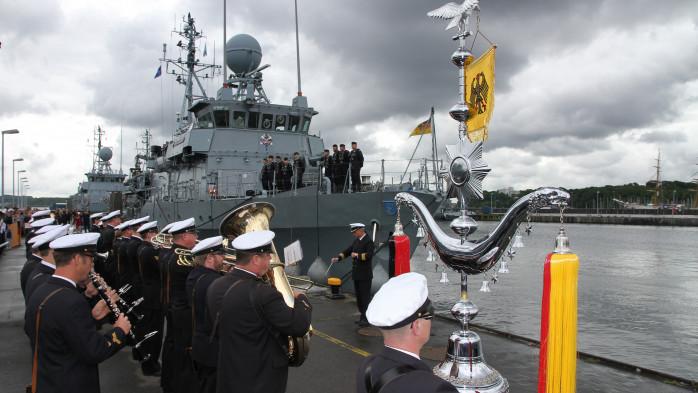 Rückkehr aus der SNMCMG 1 - das Marinemusikkorps begleitet das